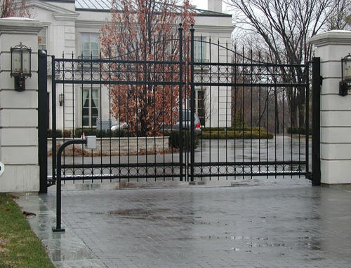 Forest Hill Swing Gate w/Masonry Columns