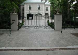 Rosedale swing gate with masonry columns